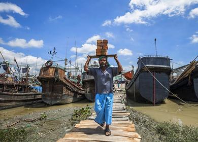 孟加拉国吉大港集装箱货物严重积压